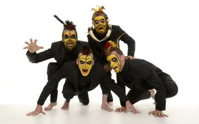 La compañía Yllana pone en escena el exitoso `The primitals´ en el Festival Mueca
